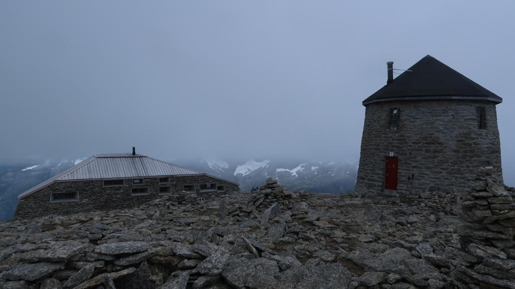 Ved Skålatårnet og den nye DNT hytta